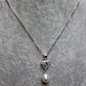 Silberkette 45 cm lang und Anhänger mit Zirkonia-Steinen und echter Süßwasserperle