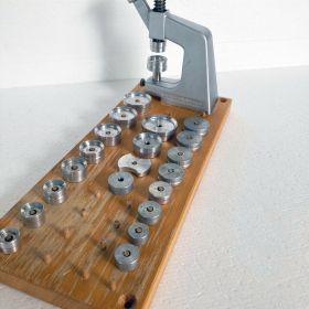 Bergeon No. 5500 A, Einpresswerkzeug für Uhrengläser und zum Verschließen von Uhren - Gehäusen